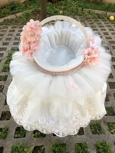 Girls Dresses, Flower Girl Dresses, Shabby Chic Frames, Doll Crafts, Home Deco, Basket, Wedding Dresses, Fashion, Home