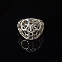 Center Ring By Jessica Rosenkrantz and Jesse Louis-Rosenberg Jewelry Center, Twist Ring, Modern Jewelry, Silver Jewelry, Gold Jewellery, Silver Ring, Tech Accessories, Fashion Rings, 3 D