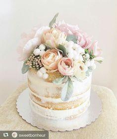 Boho Bridal Shower Cupcakes Wedding Cakes 23 Ideas For 2019 Black Wedding Cakes, Wedding Cakes With Cupcakes, Cupcake Cakes, Bolo Floral, Floral Cake, Pretty Cakes, Beautiful Cakes, Bolos Naked Cake, Wedding Cake Designs
