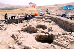 Excavations carried out by a Japanese team in Batman's ancient city of Hasankeyf (Greek Kiphas) have revealed painted graves from the Neolithic age 11,500 years ago. Human skeletons were found in the graves. Hasankeyf attracts 500,000 visitors from all around the world each year, yet part of Hasankeyf's historical area will be flooded once the Ilısu Dam project starts.