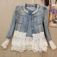Short jacket with lace details on the sleeves and waist. Made of cotton which makes it very comfortable to wear .The three quarter sleeve gives it a more relaxing and light-hearted look. The neck is d
