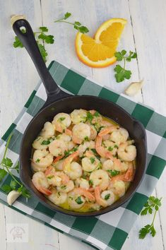 Creveti in unt, cu usturoi si patrunjel - CAIETUL CU RETETE Healthy Recipes, Healthy Food, Shrimp, Seafood, Good Food, Food And Drink, Meat, Healthy Foods, Sea Food