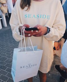 I want this yellow seaside sweatshirt so muchhh – Tops 2020 Indie Outfits, Trendy Outfits, Summer Outfits, Cute Outfits, Summer Ootd, Lazy Outfits, Seaside Florida, Seaside Style, Florida Style