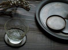 Onami Sibori /YAMAZAKI YOSHIKI / piatto, ciotola, tumbler, bicchiere / metallo tornio giapponese / tradizione / design / Spazio Materiae Napoli