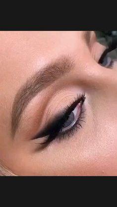 Black Smokey Eye Makeup, Smokey Eyeliner, White Makeup, No Eyeliner Makeup, Skin Makeup, Rose Gold Makeup Looks, Gold Eyeshadow Looks, Teal Eyeshadow, Neutral Eye Makeup