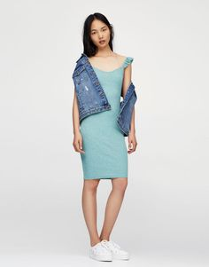 :Dress with frilled sleeves