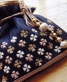 Zardosi Embroidery, Hand Embroidery Dress, Embroidery Works, Embroidery Bags, Embroidery Suits, Hand Embroidery Designs, Beaded Embroidery, Embroidery Stitches, Crazy Quilting