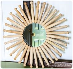 DIY Starburst Mirror DIY Mirror DIY Home DIY Decor - There are tons of old clothes pins up there like these! Diy Home Decor Projects, Diy Home Crafts, Music Crafts, Music Decor, Decor Crafts, Craft Projects, Clothes Pin Wreath, Diy Clothes, Starburst Mirror
