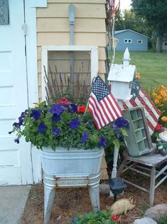 I love Flowers in the Summer! Old wash tub. Double or single Garden Junk, Garden Gates, Rustic Gardens, Outdoor Gardens, Outdoor Projects, Outdoor Decor, Outdoor Ideas, Outdoor Living, Galvanized Tub