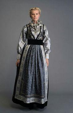 Scandinavian Fashion, Tribal Dress, Wedding Costumes, Folk Fashion, Folk Costume, Body Modifications, Festival Wear, Traditional Dresses, Dance Wear