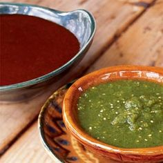 Oh I just love salsa. Mostly I have made red salsas with tomatoes. But coming to New Mexico leads you to the hatch green chile and the wonders of green chile sauces and salsas. Chilli Chutney Recipes, Green Chili Recipes, Ginger Chutney, Churros, Mexican Dishes, Mexican Food Recipes, Red Chile Sauce Recipe, Green Chilli Sauce, Roasted Tomatillo