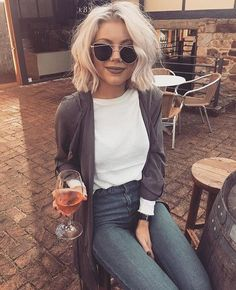 Throwback to the weekend with @laurajadestone  wearing our Lola khaki jacket…