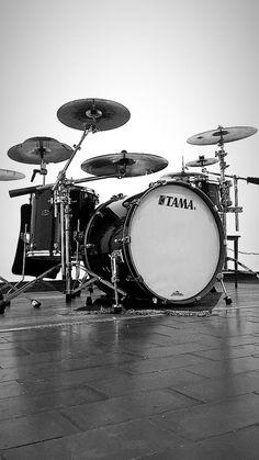 DRUMKIT drummer drums band rock grunge music Childrens Kids t-shirt 1-13 years