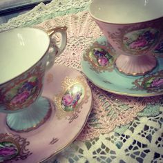 Shabby chic teacups and saucers! ♥