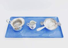 Villeroy & Boch set, 5 pieces  mix and match plate, service dish  blue sky, Made in France, model Orléans, 30s and sugar pot with handles shaped shells punched Boulanger, white metal, made in France, heavy piece and a beautiful quality, a spoon In silver plated metal, a milk jug, a silver plated metal marked heart  and the letter A and the number 2 and a small jug of cream, milk pot, Villeroy & Boch collection Luxembourg.  Delicious set to serve your tea or coffee.  All of the very refined…