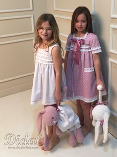 Paula y Julía con nuestra colección comuniones 2016 Baby Girl Frocks, Frocks For Girls, Baby Nightgown, Baby Dress, Cute Young Girl, Cute Little Girls, Pyjamas, Kids Outfits, Cute Outfits