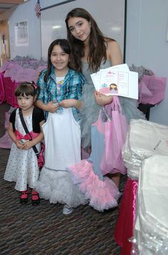 Charity giveaway by @oohlalacouture with Rowan Blanchard & @cicciabellas