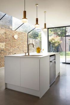 New Kitchen Design Contemporary House Extensions Ideas Glass Extension, Side Extension, Extension Ideas, House Extension Design, Casas Containers, London House, Glass Roof, Glass Brick, Küchen Design