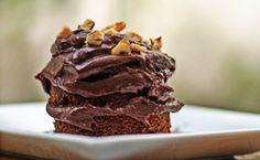 Bolo de chocolate com recheio simples: anote a receita.