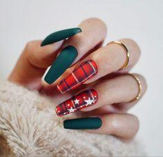 Christmas Gel Nails, Holiday Nails, Christmas Nail Art Designs, Best Acrylic Nails, Acrylic Nail Designs, Nail Art Noel, Plaid Nails, Indigo Nails, Winter Nails