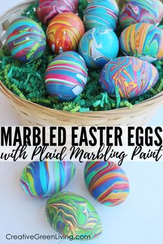 How to make marbled Easter eggs. This easy eas… How to make marbled Easter eggs. This easy easter craft uses fake eggs (craft eggs) so that they are reusable year after year. This marble p Easy Easter Crafts, Easter Art, Easter Eggs, Easter Ideas, Diy Osterschmuck, Marble Painting, Diy Easter Decorations, Diy Ostern, Dollar Store Crafts