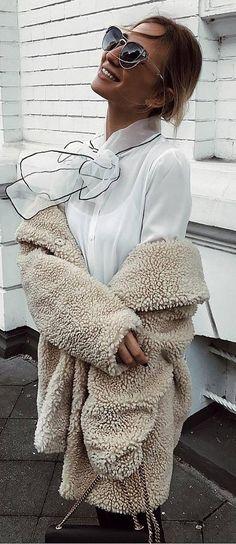 fashionbale outfit idea : white blouse + fur coat + bag