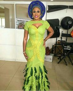 Wedding guests are slaying their Aso-Ebi outfits this 2016 and they keep unfolding new trends! Awesome and unique colors keep popping on the wedding red carpets, and we keep yearning… African Print Fashion, Tribal Fashion, African Prints, Unique Fashion, Fashion Women, Fashion Trends, Aso Ebi Dresses, Aso Ebi Lace Styles, Ankara Styles