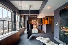 une moquette grise et un éclairage led encastré dans la chambre à coucher moderne