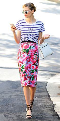 Jaime King in a striped tee, floral print skirt, and black heels - pattern mixing Casual Chic Outfits, Fashion Mode, Love Fashion, Style Fashion, Jaime King, Modelos Fashion, Street Looks, Mein Style, Outfits 2016