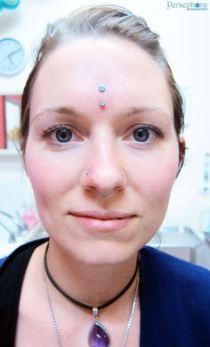 Vertical bridge piercing- this is one of the oddest piercings I have ever seen. and I admit I love it. Also septum and double nose piercing. Fake Gauge Earrings, Plugs Earrings, Crystal Earrings, Third Eye Piercing, Double Tongue Piercing, Bridge Piercing, Body Piercings, Tongue Piercings, Dermal Piercing