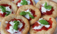 Pizze fritte napoletane Pane, Antipasto, Frittata, Snack, Mozzarella, Diet Recipes, Buffet, Tacos, Pizza