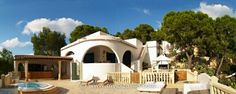 Cool Ibiza villa with tourist rental license picture Ibiza Restaurant, Places To Go, Mansions, House Styles, Panorama, Outdoor Decor, Travel, Restaurants, Destinations