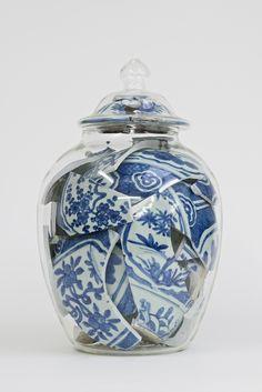 Memory vessel century Chinese Wan-Li porcelain jar,cover and glass By Netherlands artist Bouke de Vries Kintsugi, Vintage Design, Wabi Sabi, Ceramic Art, Artsy Fartsy, Art Inspo, Pots, Contemporary Art, Modern Art