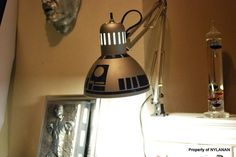 DIY R2D2 Lamp from $10 IKEA lamp - 8 steps http://www.instructables.com/