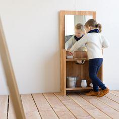DIY Waschtisch nach Montessori chezmamapoule.com Montessori, Kids And Parenting, Wine Rack, Shelves, Cabinet, Storage, Diy, Furniture, Home Decor
