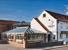 The White Rose, www.thewhiterose.upps.eu,  The White Rose Hotel liegt in Leeming Bar im Herzen von North Yorkshire, nur wenige Minuten von der A1 entfernt und ideal für Geschäftsreisende und Urlauber. Die weiße Rose ist auch die Heimat unseres äußerst beliebten Pubs / Restaurants und bietet eine hervorragende Auswahl an hausgemachte Speisen. Alle unsere 18 Zimmer mit Bad bieten einen außergewöhnlichen Komfort und Sauberkeit zu einem guten Preis.