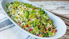 Vegetar: Bulgursalat med granateple | Godt.no Moussaka, Fruit And Veg, Cobb Salad, Salads, Food And Drink, Healthy Recipes, Healthy Foods, Pomegranate, Drinks