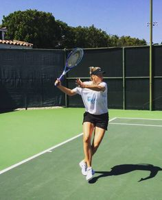 Tips to Avoid Tennis Elbow Mode Tennis, Sport Tennis, Play Tennis, Softball Players, Tennis Players, Best Tennis Rackets, Tennis Photography, Photography Poses, Tennis Pictures