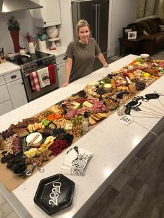 My friend made quite the charcuterie board last night for New Years. Party Food Platters, Party Trays, Snacks Für Party, Cheese Platters, Charcuterie Recipes, Charcuterie And Cheese Board, Charcuterie Platter, Cheese Boards, Charcuterie Wedding