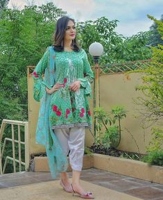 Pakistani Dresses Casual, Pakistani Dress Design, Stylish Dresses, Casual Dresses, Girl Outfits, Fashion Outfits, Women's Fashion, Most Beautiful Bollywood Actress, Cute Girl Poses