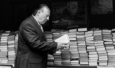 Imre_Kertész leyendo. Kertész, Premio Nobel de Literatura 2002 falleció el 31 de marzo de 2016. reading