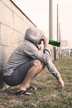 Пивной алкоголизм является проблемой в современном мире. Некоторые не считают пиво алкогольным напитком, однако злоупотребление ведёт к сильнейшей разрушительной зависимости.  Вы можете вовремя помочь своему близкому и остановить развитие заболевания. 8(800)707-11-75(анонимно).