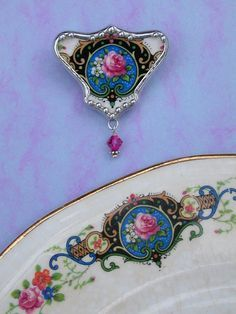 "Broken China Jewelry Tutorials | Broken china jewelry. ""Pique Assiette"". ""shard jewelry"". The tradition ..."