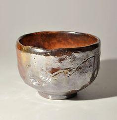 Antique vintage Japan akaraku raku rokuroku tea bowl chawan metallic tea ceremony via Crush Cul de Sac Raku Pottery, Glazes For Pottery, Pottery Art, Glazed Pottery, Pottery Ideas, Kintsugi, Japanese Ceramics, Japanese Pottery, Ceramic Bowls