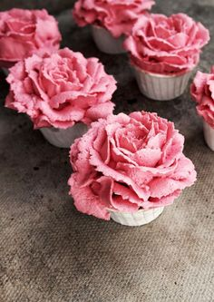 Raspberry and White Chocolate Flower Cupcakes. Includes guide to making the lovely blossoms.