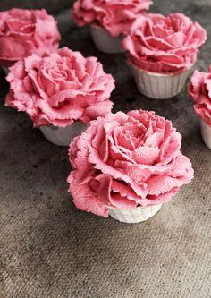 Raspberry and White Chocolate Flower Cupcakes | Twigg studios http://www.twiggstudios.com/2014/03/raspberry-and-white-chocolate-flower.html?crlt.pid=camp.1J8uhefQQOA5