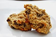 Delicious and easy oatmeal raisin almond butter cookies with cardamom. These cookies make a great, healthy snack or treat any time of the day. Best Oatmeal Cookies, Oatmeal Cookie Recipes, Just Desserts, Dessert Recipes, Top Recipes, Yummy Recipes, Paleo Recipes, Recipies, Cooking Recipes