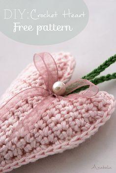free pattern:Crochet heart ༺✿ƬⱤღ  http://www.pinterest.com/teretegui/✿༻