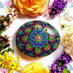 Stone Art Painting, Dot Art Painting, Rock Painting Designs, Mandala Painting, Pebble Painting, Mandala Art, Mandala Canvas, Mandala Painted Rocks, Mandala Rocks