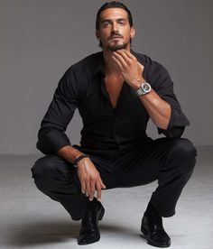 Dusan Susnjar in tone on tone fashion. men's fashion and style Beautiful Men Faces, Gorgeous Men, Beautiful People, Dusan Susnjar, Hot Men, Hot Guys, Sexy Guys, Dark Men, Herren Outfit